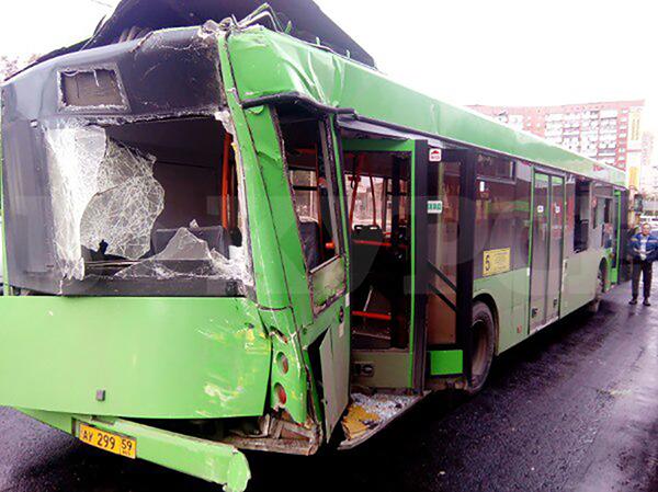 ВПерми один пассажирский автобус протаранил другой