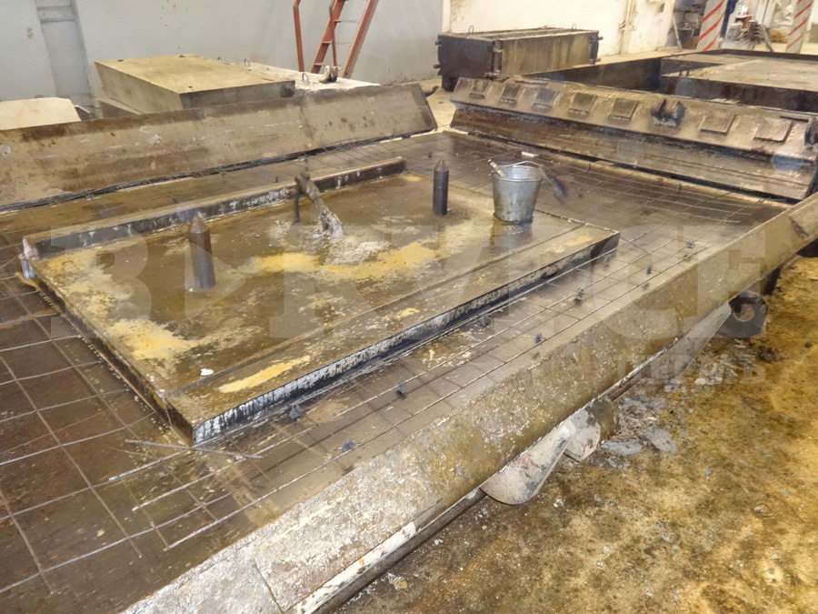 Форма в которую укладывают арматуру и бетонную смесь готовая смесь бетона