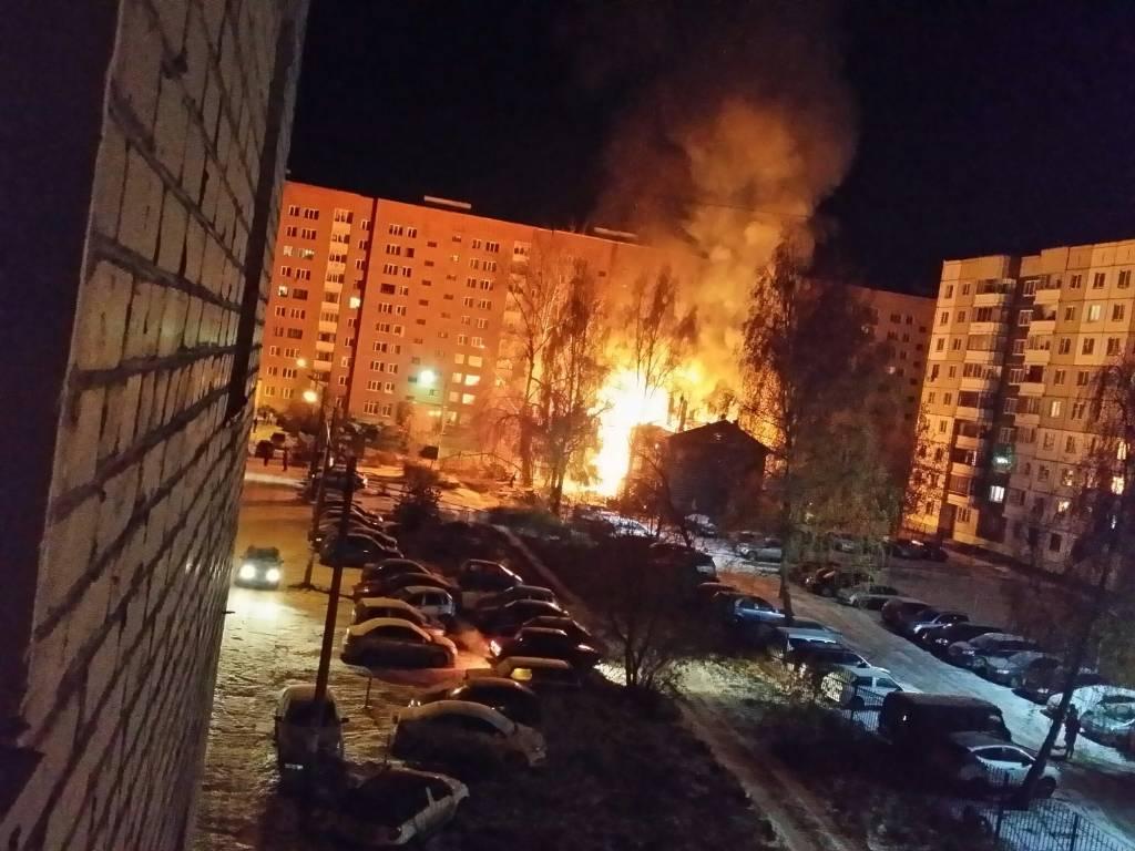 Впроцессе ночного пожара вПерми сгорел деревянный барак