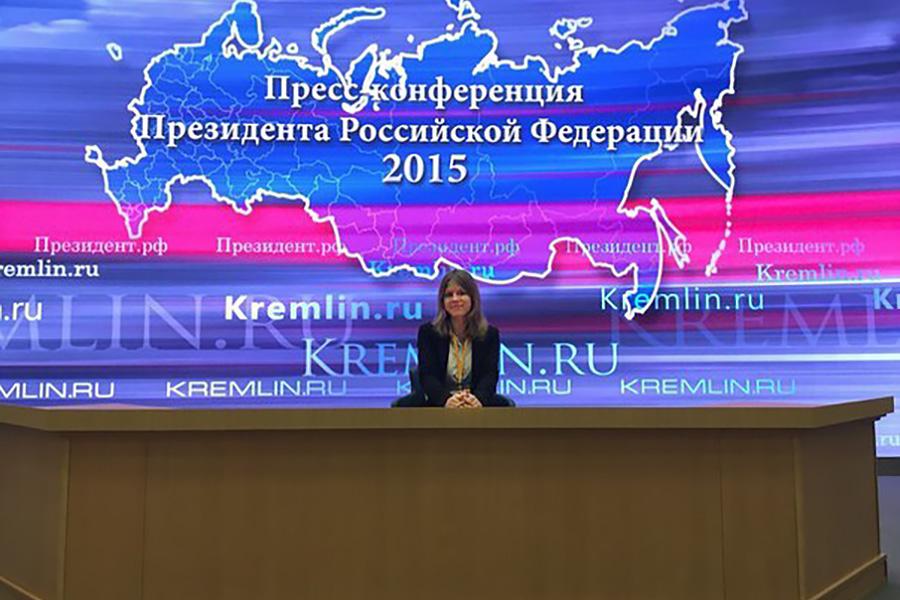 Лиза после пресс-конференции.jpg